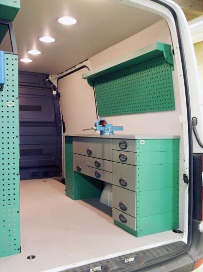 amenagement m tal pour utilitaire acces auto syst me. Black Bedroom Furniture Sets. Home Design Ideas